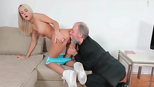 720p - Exploitatory Older Guy Procurement a Taste of Teen Schoolgirl Pussy