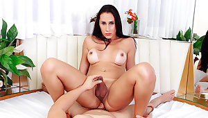 Hot Trans MILF Eduarda Farias Gets Her Booty Pummeled by Her Young BF