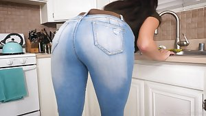 Those jeans show off how juicy this MILF's ass is and lose one's train of thought lady loves dick