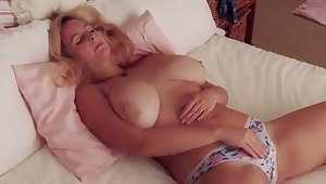 Fuck this hottie has some nice big tits and she makes me non-presence to titty fuck her