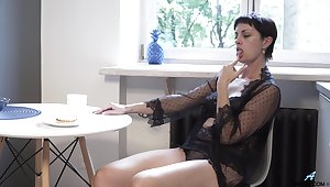 Mature divorcee Daryna is finger fucking wet pussy right on the floor